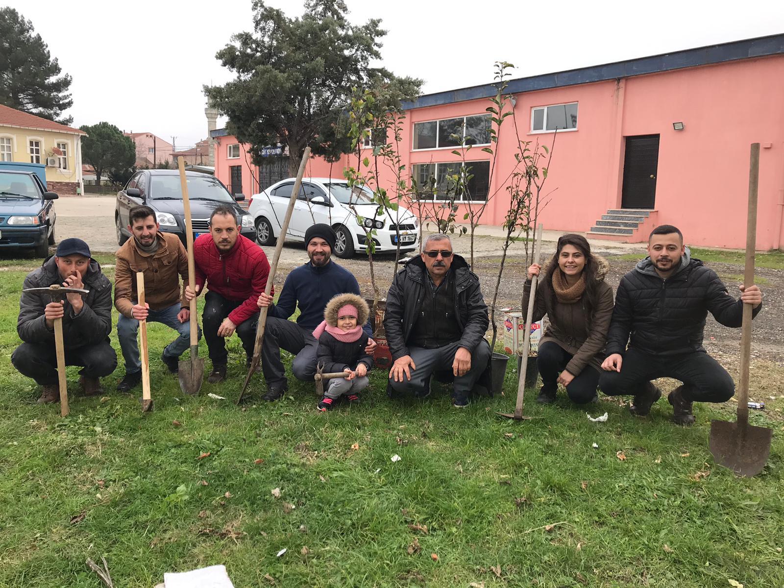 Saray Cumhuriyet Halk Partisi Gençlik Kollarından Fidan dikimi!