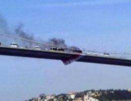 Boğaz köprüsünde aracını yakıp köprüden atladı!