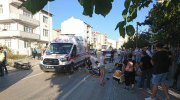 Motosiklet ile Araç Çarpıştı… 2 Yaralı