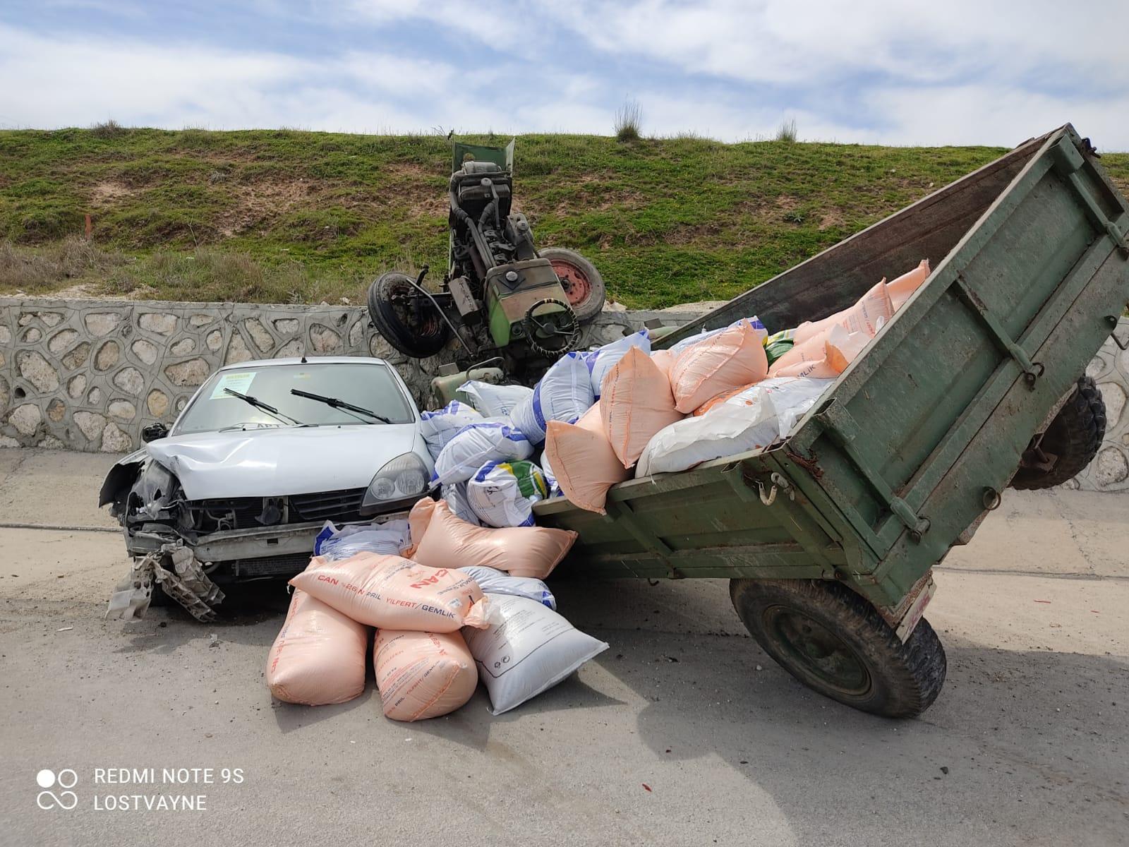Otomobil ile Traktör Çarpıştı