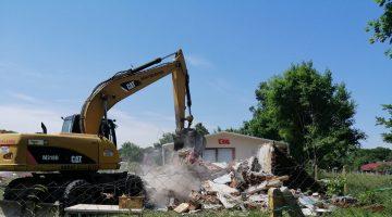 Güngörmez'de 5 ruhsatsız yapı yıkıldı