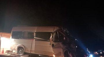 Servis Aracı ile Traktör Çarpıştı: 7 Yaralı